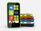Nokia ������������ ��������� �������� Lumia 620 �� Windows Phone 8
